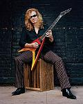 Mustaine 061012031017695 wideweb  300x375